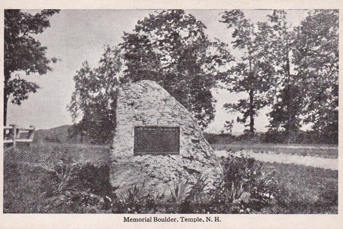 Boulder Monument with plaque commemorating soldiers in the Spanish-American War