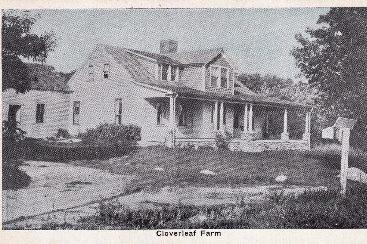 Cloverleaf Farm featuring expansive front porch